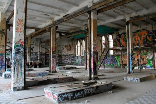 Abandoned_berlin_ice_factory_e